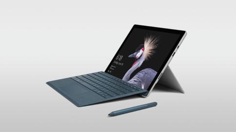 Surface Pro von vorne rechts mit Stift